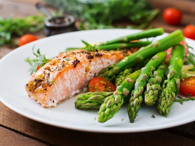 healthy salmon and asparagus dinner